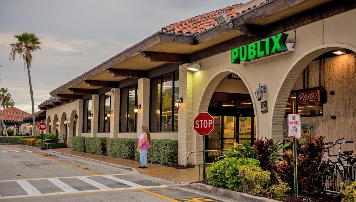 Photo of Regency Centers Property Bluffs Square Shoppes in Jupiter, FL 33477
