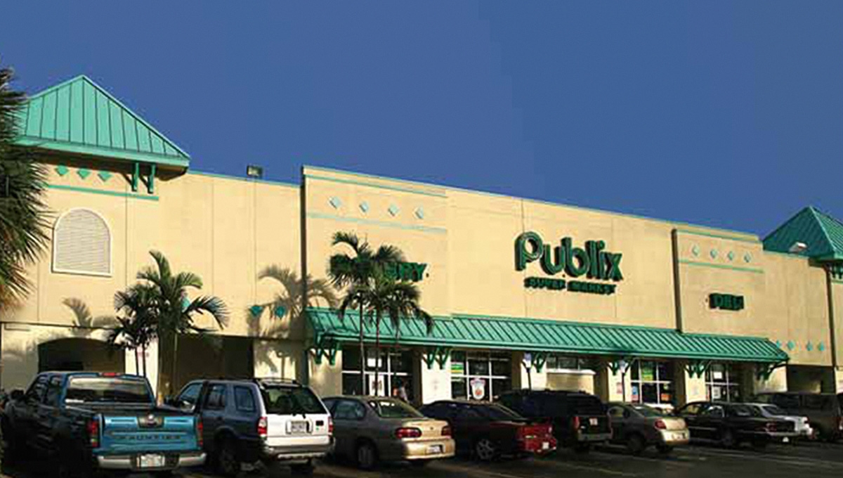 Photo of Regency Centers Property Young Circle Shopping Center in Hollywood, FL 33020