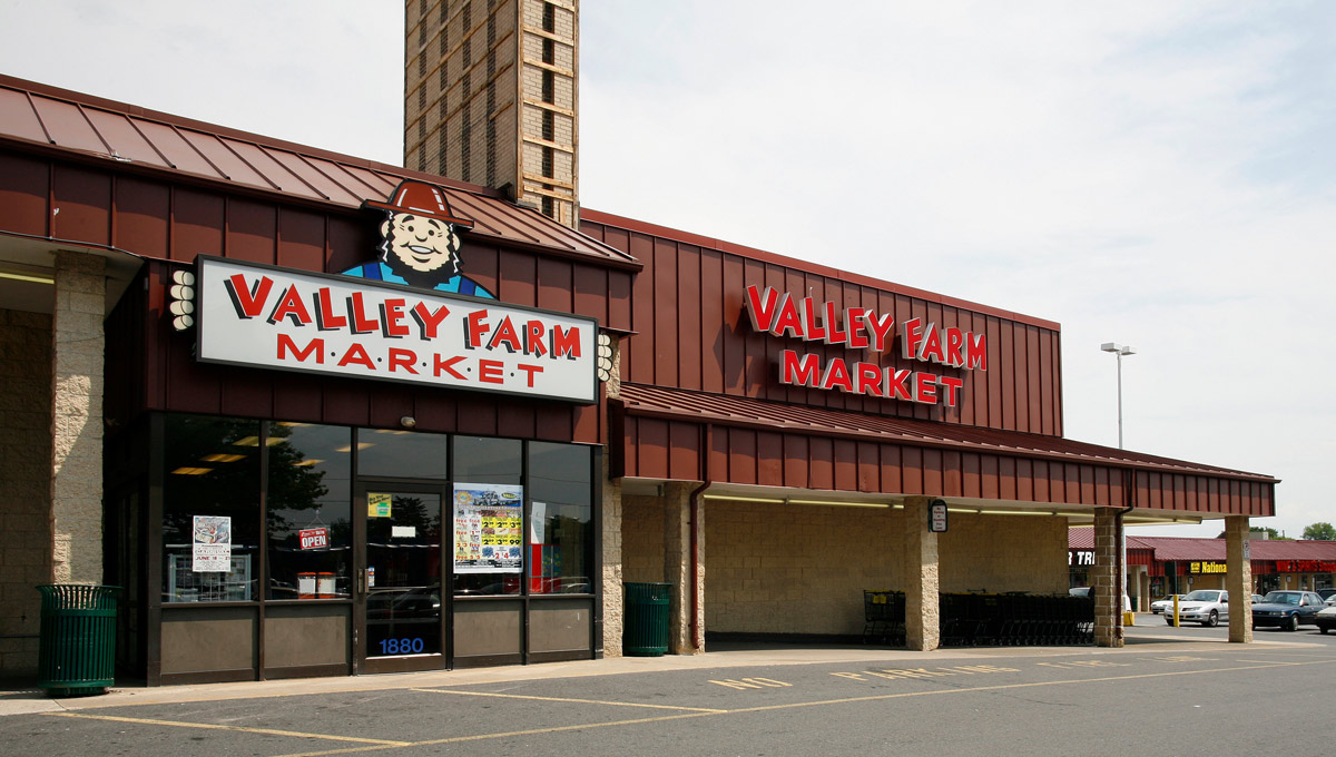 Image of Stefko Blvd showing Valley Farm Market